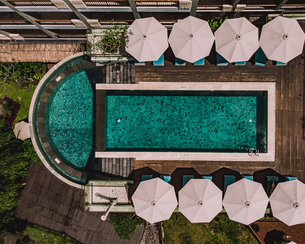 Panorama Pool & Sundeck Lounge
